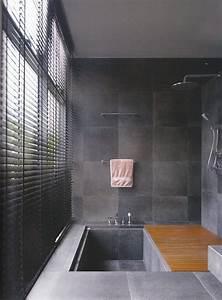 Dusche Badewanne Kombi : wanne dusche kombination badezimmer matt graue fliesen ~ Michelbontemps.com Haus und Dekorationen