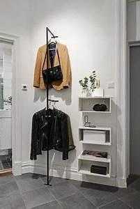 long hall d39entree etroit avec une armoire a chaussures With nice meuble d entree avec banc 14 amenagement entree maison fonctionnel et esthetique