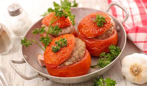 dzivei.lv - Ar malto gaļu pildīti tomāti. + Vēl piecas ...