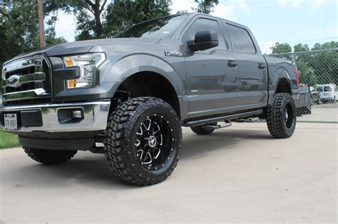 custom equipped  ford   xlt lifted  sale
