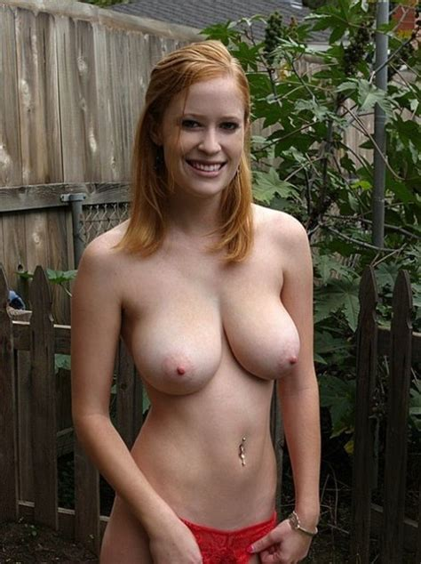 Smiling Topless Porn Pic Eporner