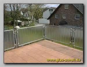 sichtschutz balkon glas brüstungen balkongeländer als absturzsicherung oder sichtschutz