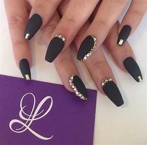 black and gold nailart - image #3685425 by Lauralai on ...