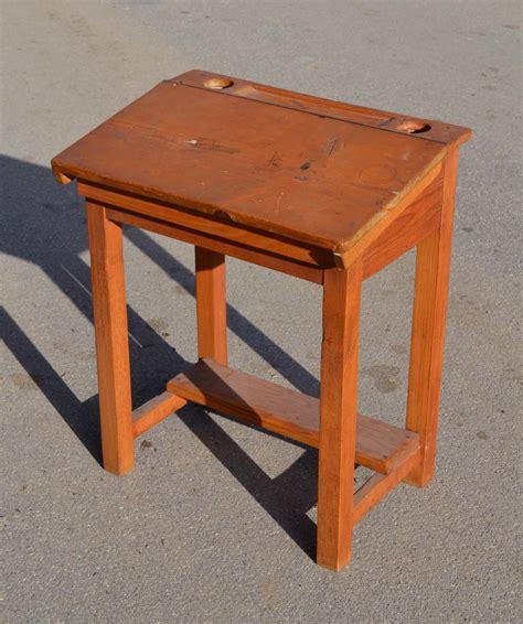 bureau d olier ancien mobilier vintage pour enfants chaises tables coffres à