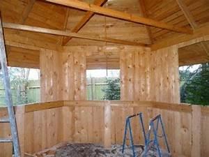 Holzhütte Selber Bauen : wir bauen eine grillh tte teil 5 dacheindeckung ein doovi ~ Whattoseeinmadrid.com Haus und Dekorationen