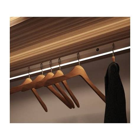 barre de penderie lumineuse accessoires de dressing