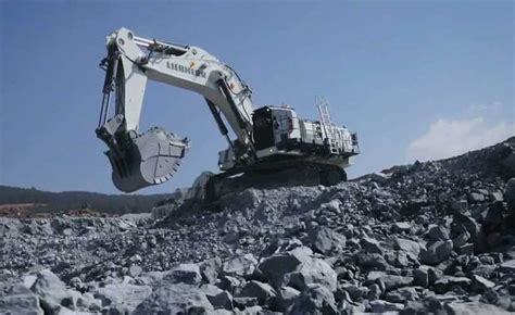 Top 7 Biggest Mining Excavators In The World