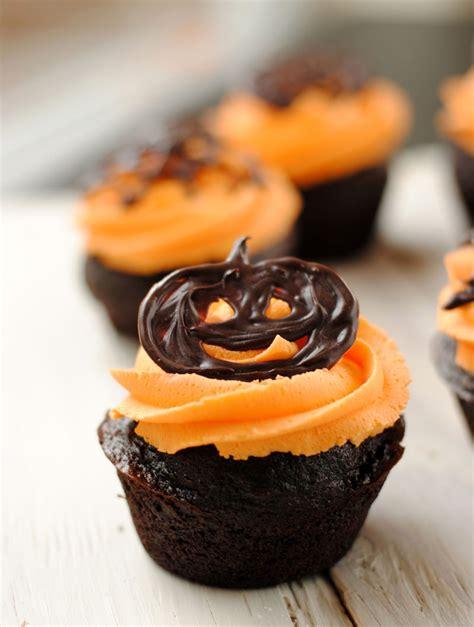 halooween cupcakes leanne bakes halloween cupcakes