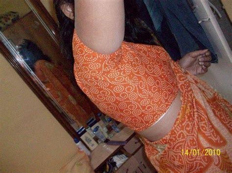 Desi Gaon Aunty Exposed Choot While Lifts Petticoat
