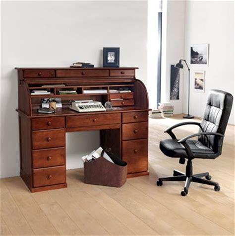 pipe sous le bureau sous le bureau de la secretaire 28 images les 17