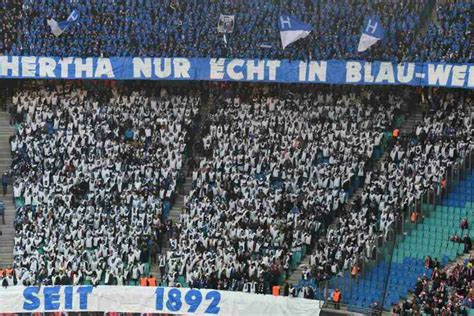 V., commonly known as rb leipzig or informally as red bull leipzig, is a german professional football club based in leipzig, saxony. Hertha-Fans greifen mit miesem Banner RB-Rangnick an - TAG24