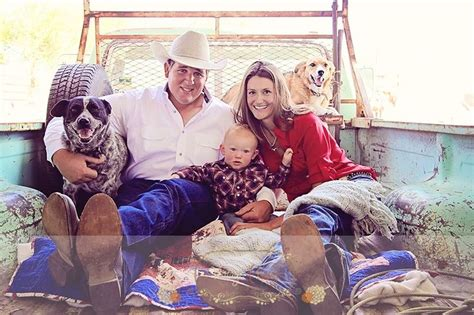 Country Style Family Photo Session Ideas Dogs, Old Truck