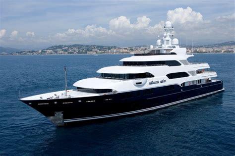 interieur et canapé méga yacht martha location vacances de luxe