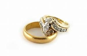Diamond wedding rings on white background - PHOTOBER ...