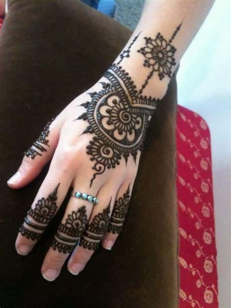 34+ Nice Henna Hand Tattoos
