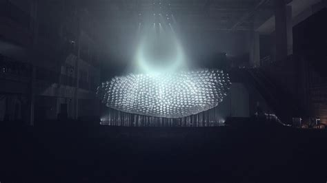 This Beehive Of Mirrors Turns 8 Projectors Into A Hologram