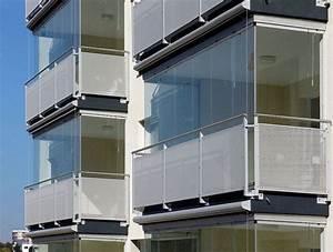 Chiusura balcone con vetri e tende antivento e antipioggia
