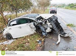 Accident De Voitures : accident de voiture d 39 accidents avec l 39 arbre photo stock image 50847868 ~ Medecine-chirurgie-esthetiques.com Avis de Voitures