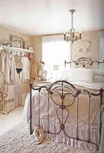 30 shabby chic bedroom decorating ideas decoholic for Ideas for shabby chic bedroom