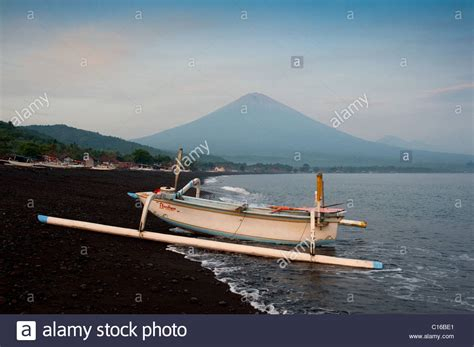 Balinese Fishing Boat balinese traditional fishing boats called jukung pulled