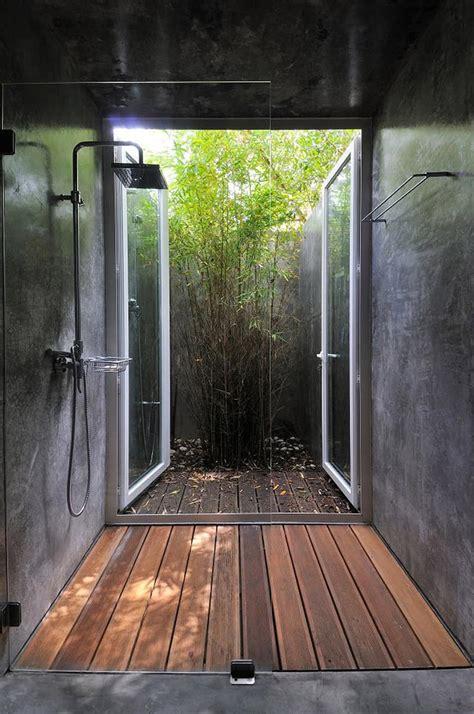 beat  heat  outdoor showers  outdoor bathrooms