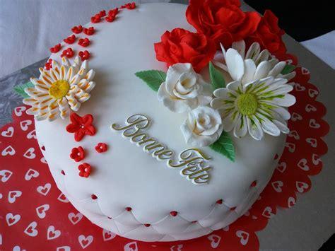 gateau d anniversaire pate a sucre g 226 teau d anniversaire en p 226 te 224 sucre cuisinestyle