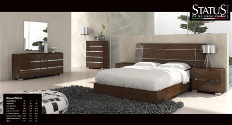 Dream King Size Modern Design Bedroom Set Walnut 5 Pc Bed