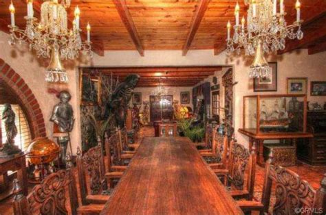 You May Never Be Royal, But Dine Like One In These Homes