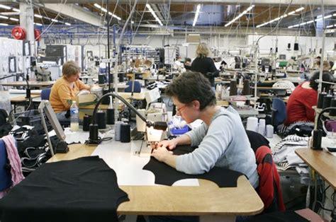 cuisine du chef l 39 atelier de couture plus gros contingent de salariés de