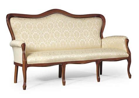 divanetti classici divano classico con struttura in legno per salotti