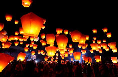 flying candles sky lanterns sky lantern sky lantern festival woondu