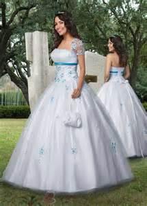 robes de mariã es tati robes de mariage turquoise blanc robe de mariée décoration de mariage