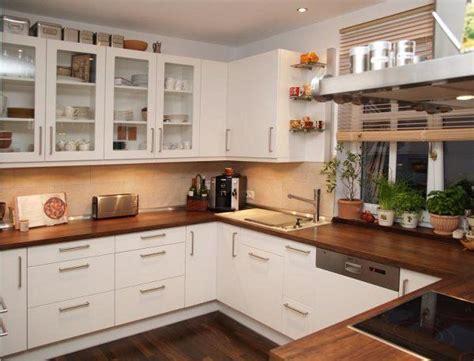 Weiße Küche Welche Arbeitsplatte by Helle K 252 Che Dunkle Arbeitsplatte Odyssea