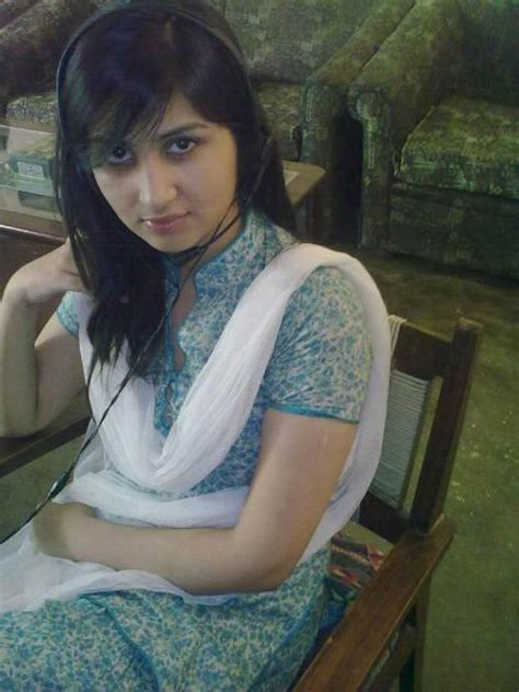 Desi Uk Girls Pakistani Girl Maira Khan On WhatsApp