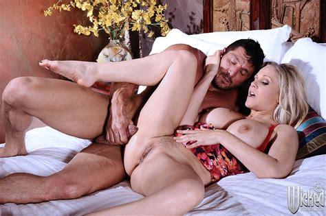 Beautiful Milf Julia Ann Having Hot Sex With Muscular Man