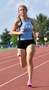 Sophomore Maggie Gray Sprints Towards The Finish Line As