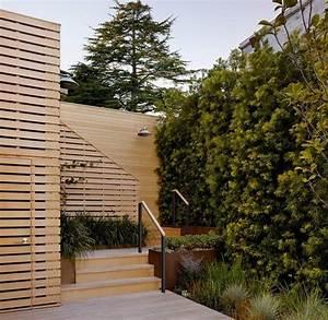 Sichtschutz Für Gartendusche : gartenzaun holz gartendusche terrasse hohe pflanzen sichtschutz holzgarzez une zaun garten ~ Eleganceandgraceweddings.com Haus und Dekorationen