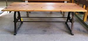 Holztisch Mit Metallgestell : holzbohlen tischplatte auf metallgestell historische ~ Lateststills.com Haus und Dekorationen