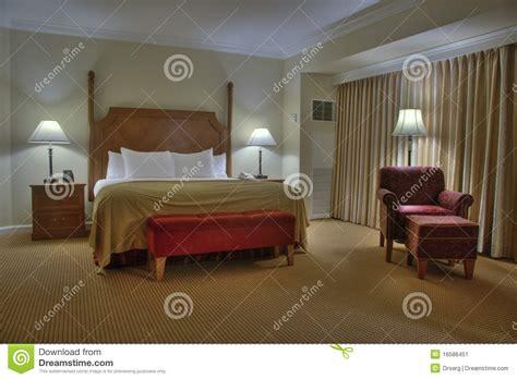 le chambre à coucher chambre à coucher avec le rideau