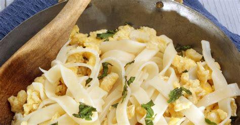 recette pates oeufs brouilles recette p 226 tes aux oeufs brouill 233 s 750g