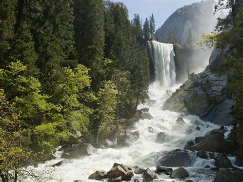 Hiker Seen Going Over Yosemite Waterfall Cbs News