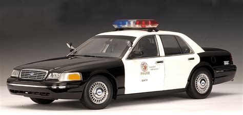 1 18 police car with autoart ford crown victoria police car lapd 72701 in 1