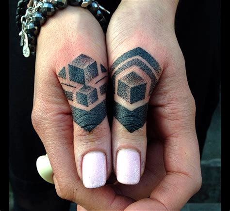 Tatouage Doigt  Fautil L'oser ?  Tattoome  Le Meilleur