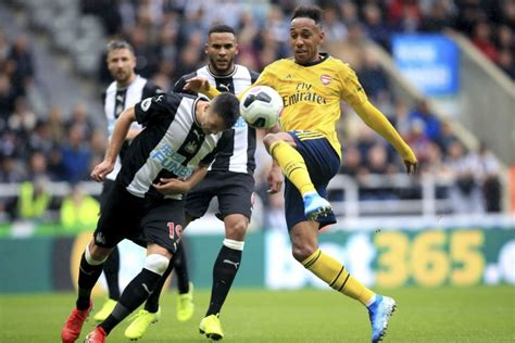 Arsenal starts its EPL season with 1-0 win at Newcastle