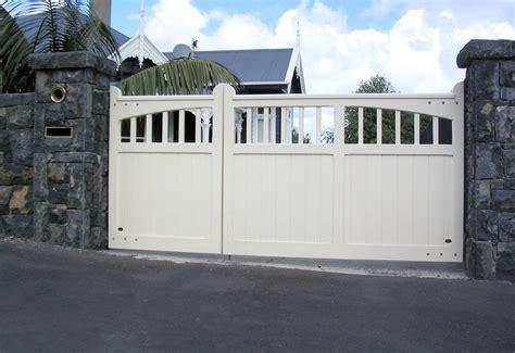 uneven split wooden gates fences driveway gates wooden
