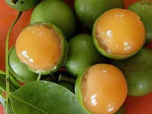 Mamon (guinups) is a fruit you find in Panama. They may be ...