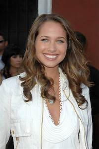 Pictures of Maiara Walsh - Pictures Of Celebrities