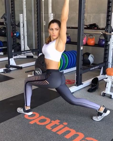 clark alexia instagram kettlebell each minimal moves reps fitness movement rest between side movements rounds light go clarks