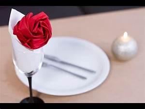 Rose Aus Serviette Drehen : diy saint valentin pliage de serviette en forme de rose youtube ~ Frokenaadalensverden.com Haus und Dekorationen