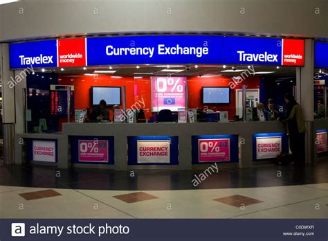 bureau de change 15鑪e bureau de change office operated by travelex at gatwick airport stock photo royalty